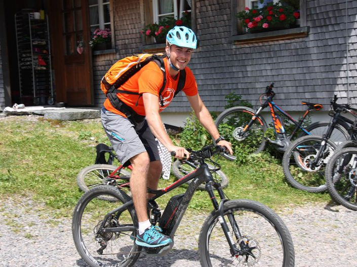 Ebike Fahren macht Spaß mit HIRSCH-SPRUNG Fahrtechnik
