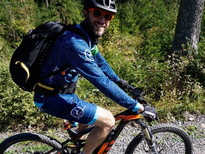 E-Bike Mountainbiker beim MTB Kurs