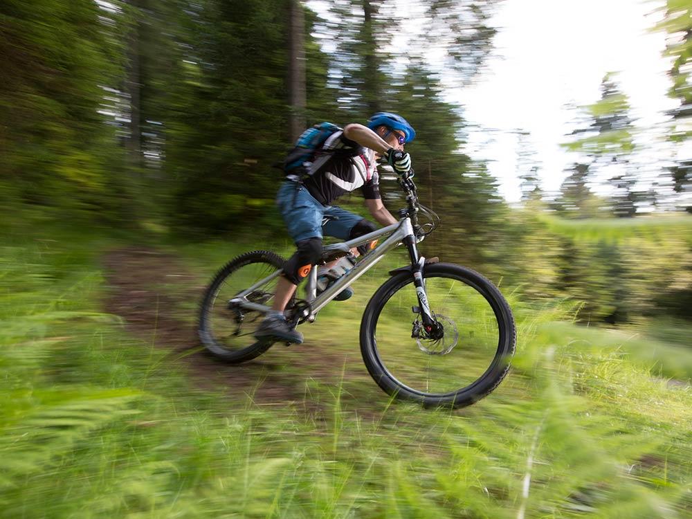 Action beim MTB Fahrtechnik Training in Baiersbronn im Schwarzwald