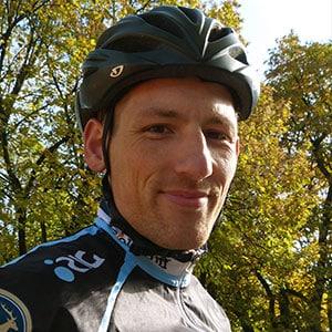 Guide Mathias vom HIRSCH-SPRUNG MTB Fahrtechnik Team
