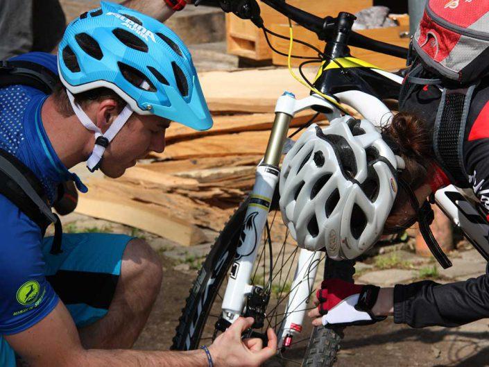 Bevor das MTB Training beginnt muss das Bike gecheckt werden.