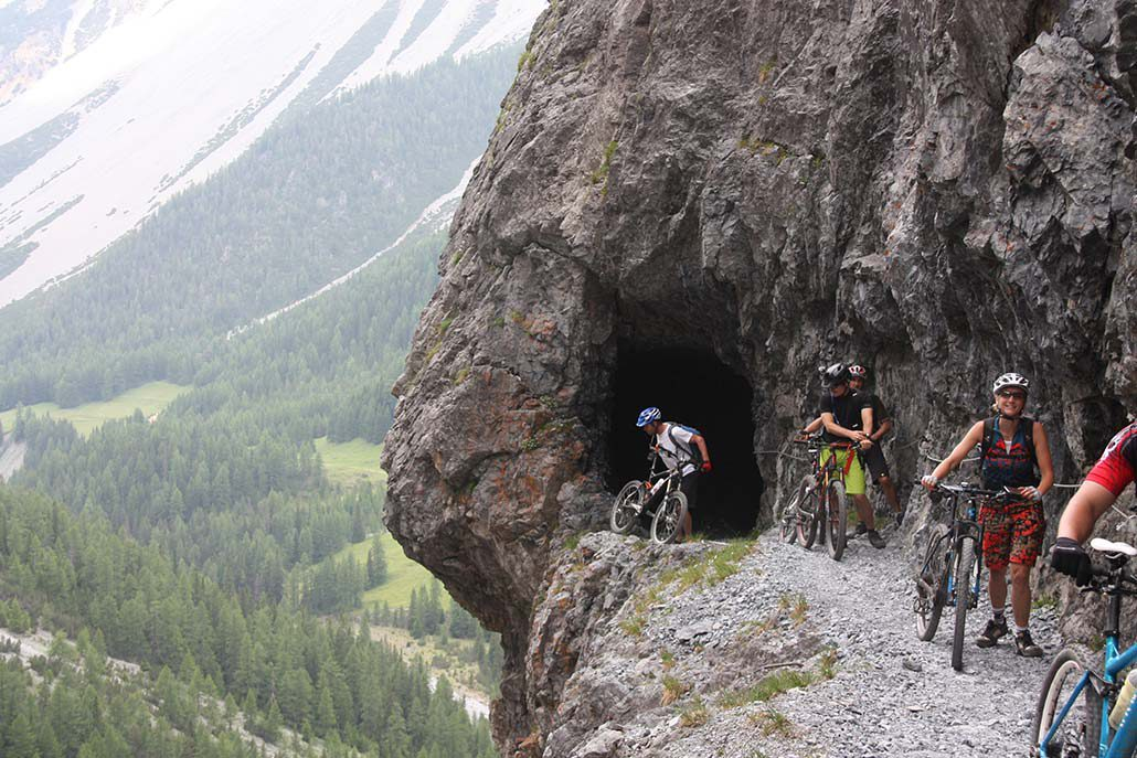 Höhle MTB Alpencross Tour Alpen Schmuggler