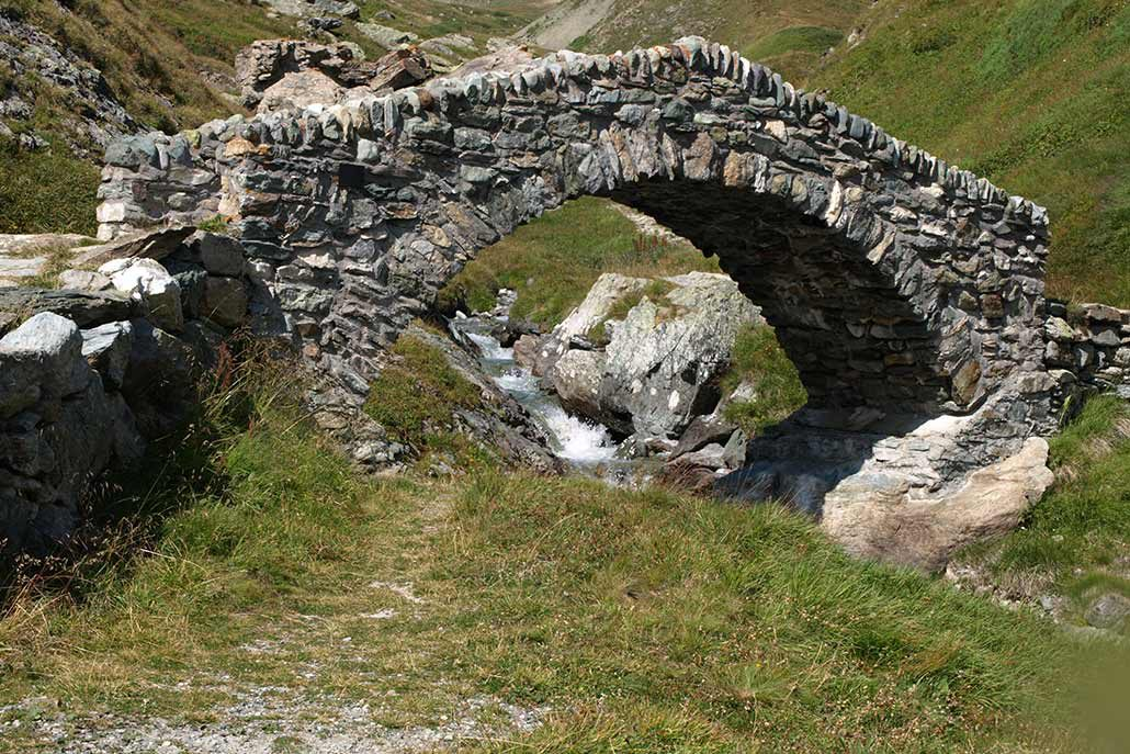 Brücke Mountainbiketour Alpen Flucht in den Süden
