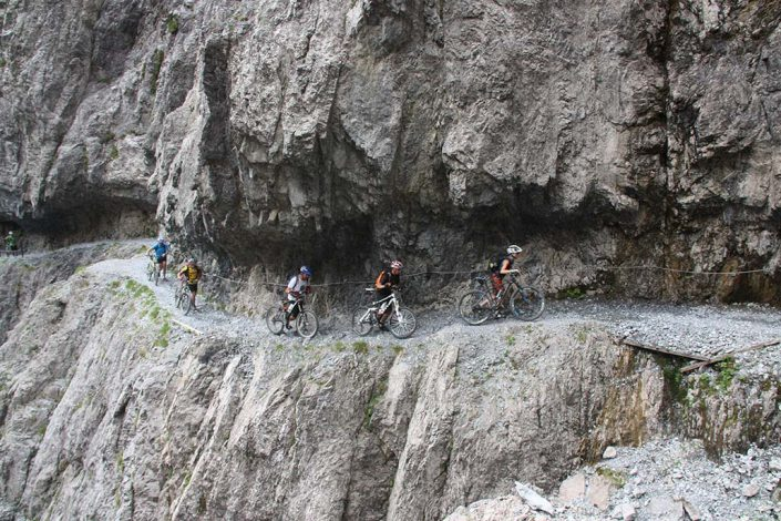 schmaler Trail MTB Alpencross Tour Alpen Schmuggler