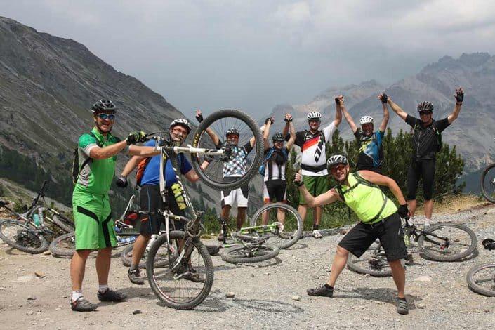 Gruppenbild MTB Reise Alpen Livigno