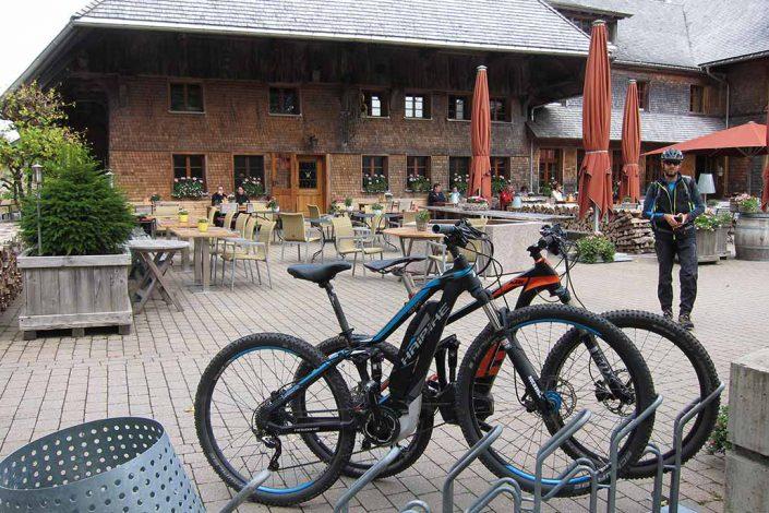 Vesperpause beim E-Bike Fahrtechnik Kurs
