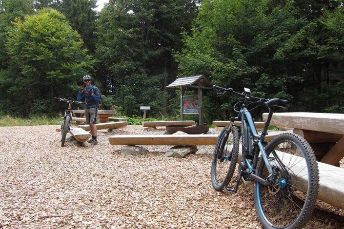 E-Bikes kurz vor Start des E-Bike Fahrtechnik Kurses