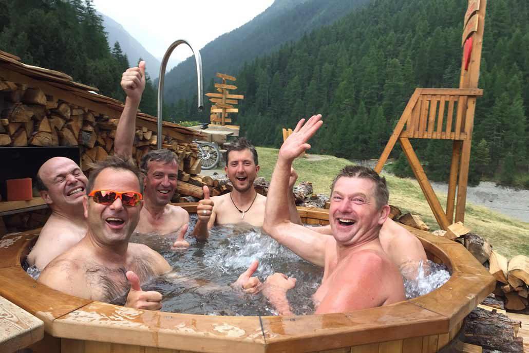 Entspannung im Hottub MTB Reise Alpen Livigno