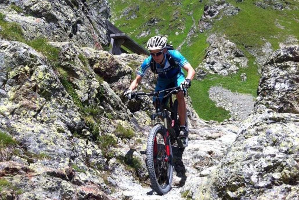 Downhill Mountainbiketour Alpen Flucht in den Süden
