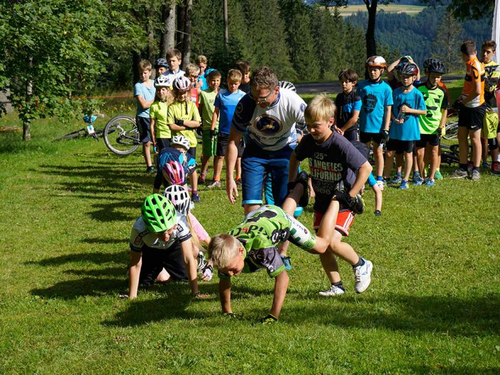 Spiele HIRSCH-SPRUNG MTB Camp für Kinder