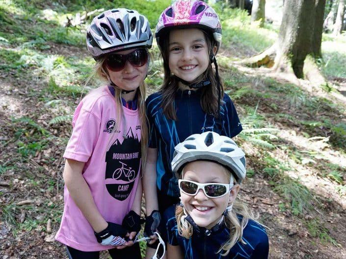 Gruppenbild HIRSCH-SPRUNG MTB Camp für Kinder