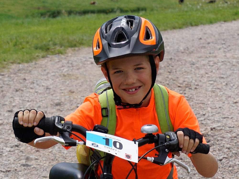 Kind mit Startnummer HIRSCH-SPRUNG MTB Camp für Kinder