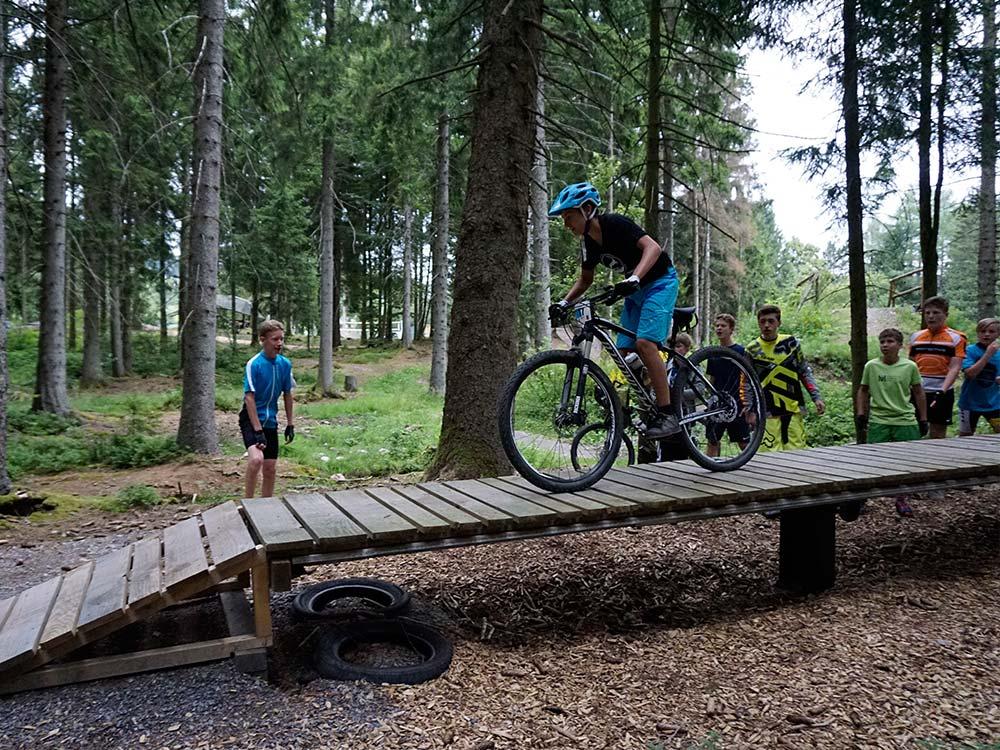 Fahrtechnik Training HIRSCH-SPRUNG MTB Camp für Kinder