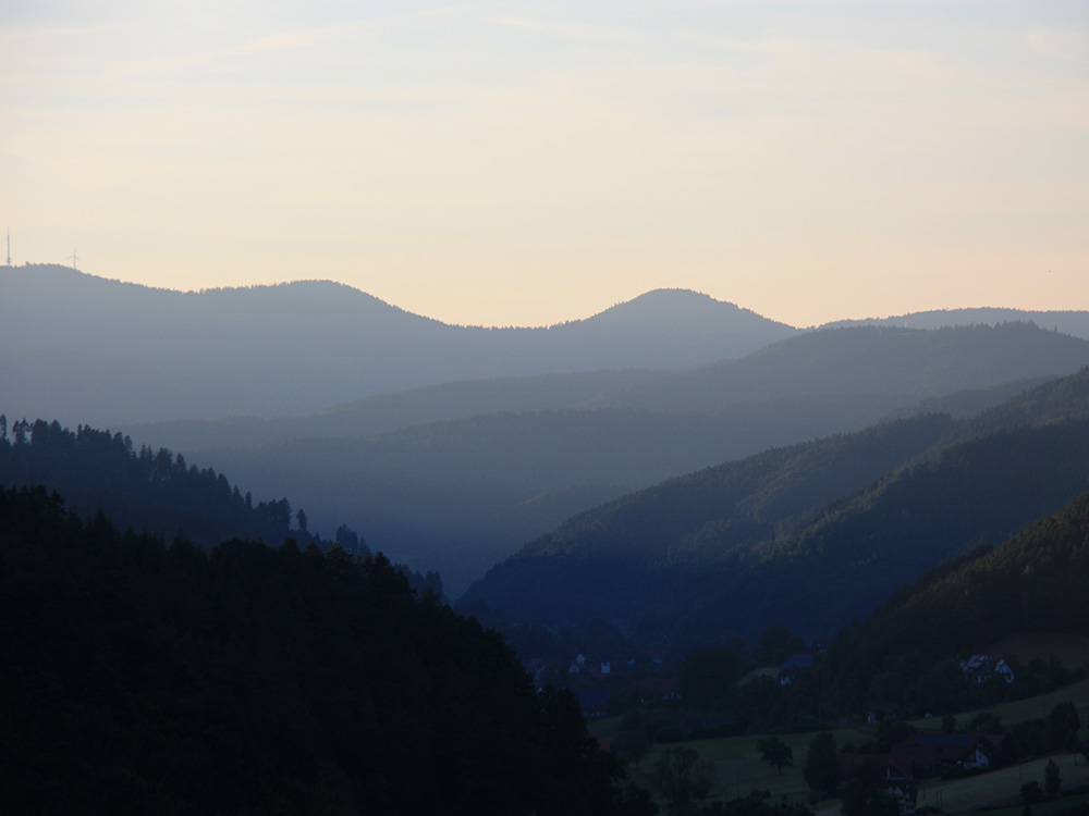 Sonnenuntergang MTB Reise Schwarzwald Gipfeltrail Flow & Shuttle