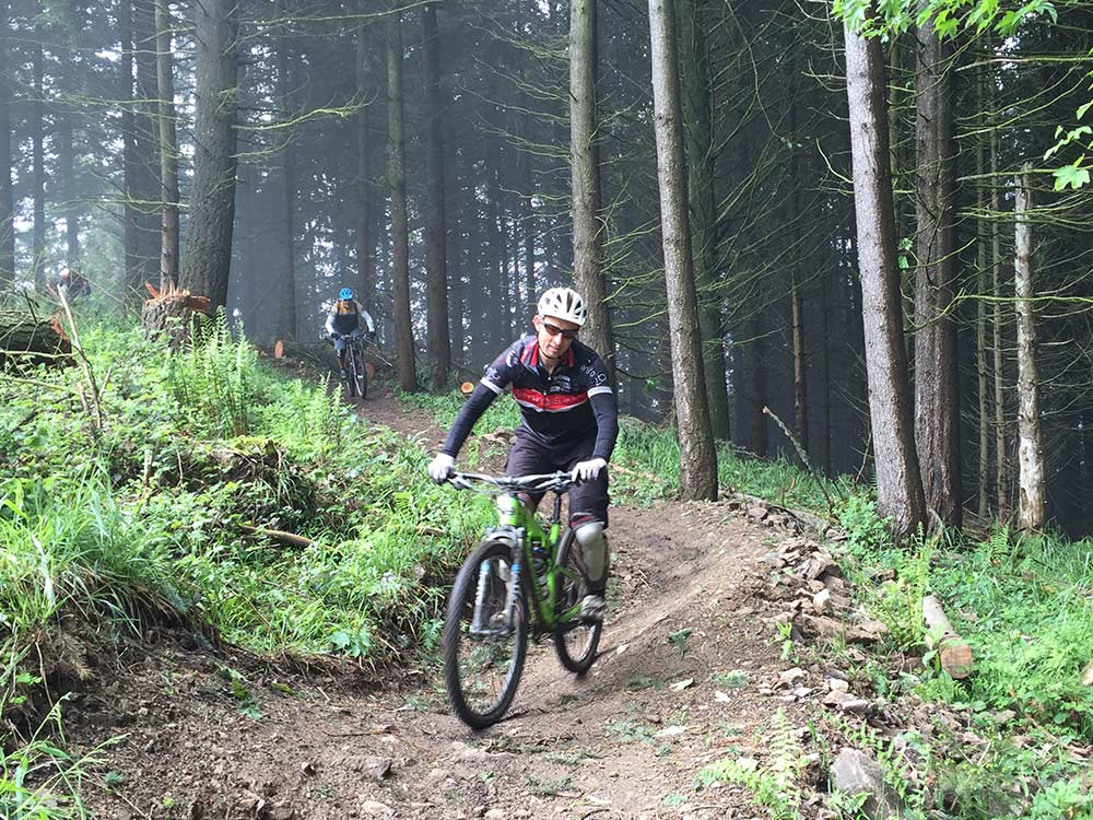 MTB Tour im Schwarzwald auf dem Schauinsland - Singletrail-Spaß beim Gondel2Trail mit Hirsch-Sprung