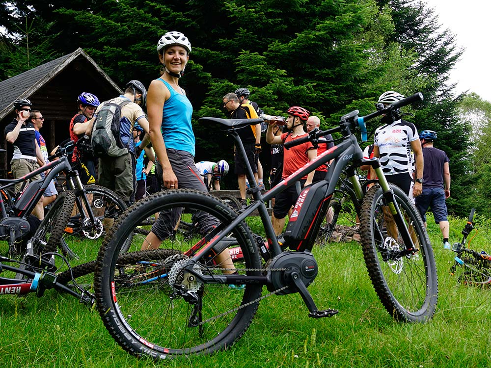 Kurze Rast bei der E-Bike Tour für Gruppen und Firmen mit HIRSCH-SPRUNG im Schwarzwald