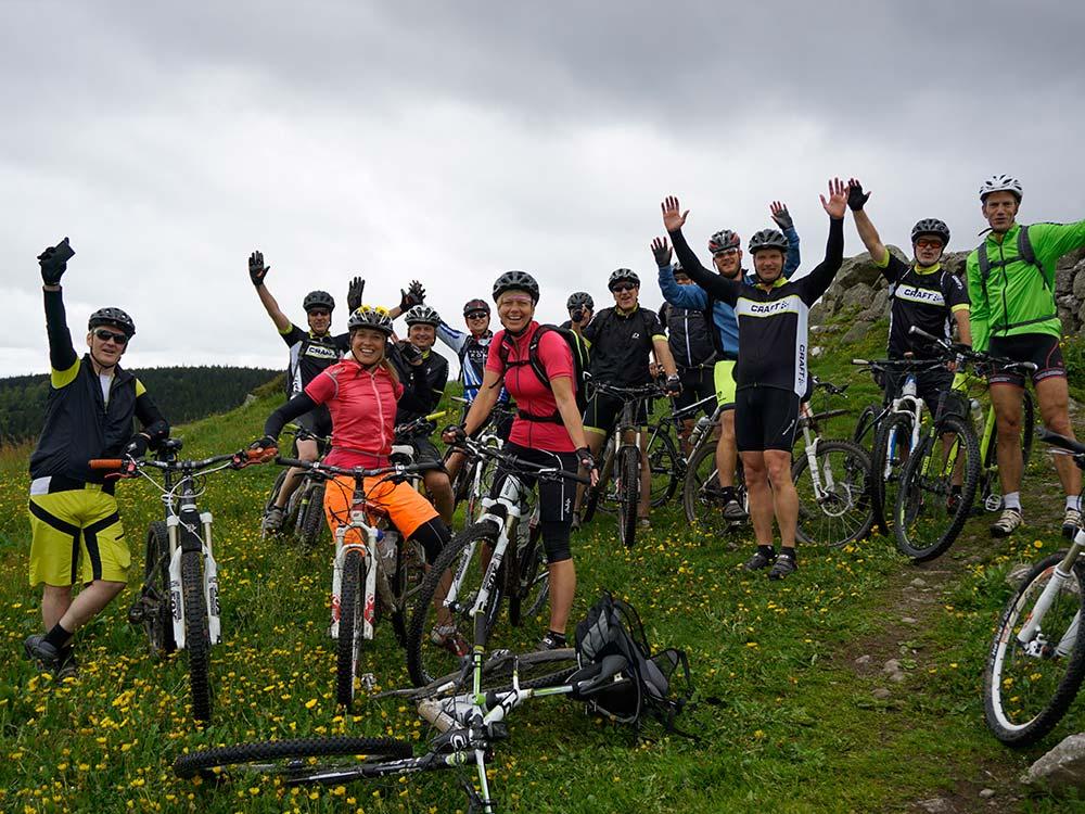 Gruppenbild Mountainbiken mit Gruppen und Firmen
