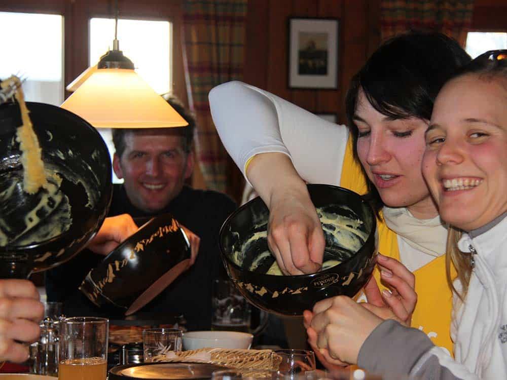 Fondue essen und Schneeschuhwanderung für Gruppen und Firmen mit HIRSCH-SPRUNG