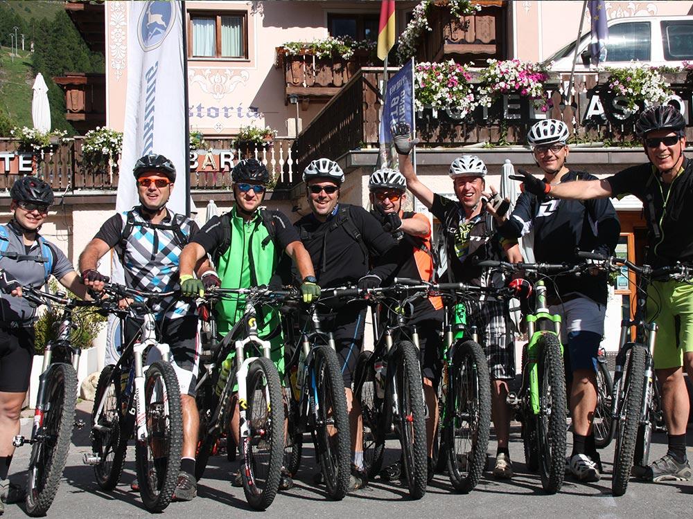 MTB-Tour-Livigno-Gruppenbild
