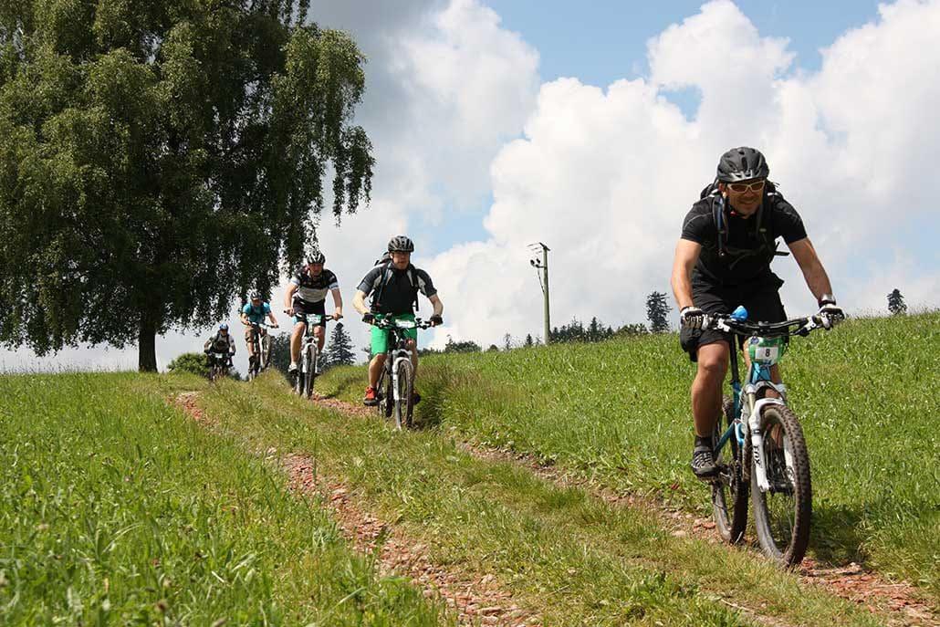 Mountainbiken HIRSCH-SPRUNG MTB Fahrtechnik Training in Titisee