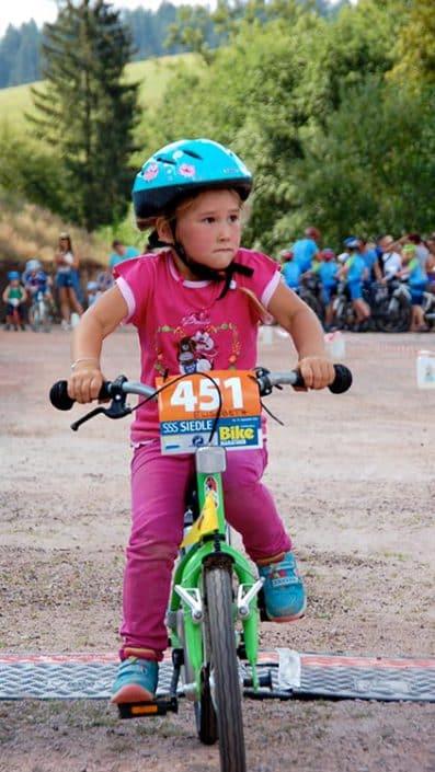 Beim Laufrad Trophy in Furtwangen sind die Kids konzentriert