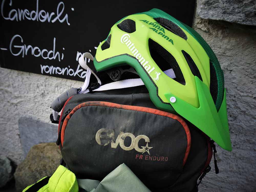 Helm MTB Alpencross Tour Grischa MTB Ride Alpen