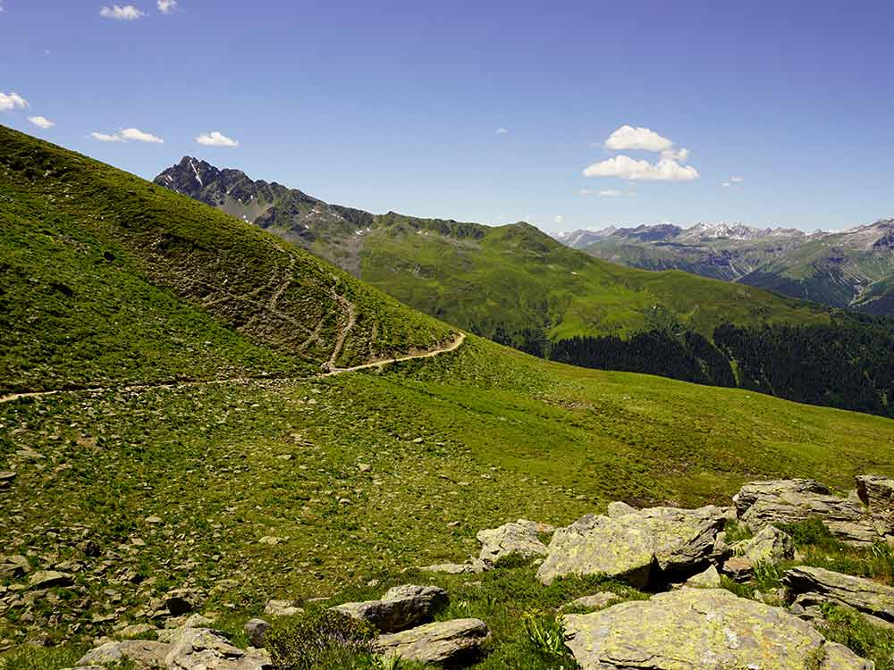 Landschaft MTB Alpencross Tour Grischa MTB Ride