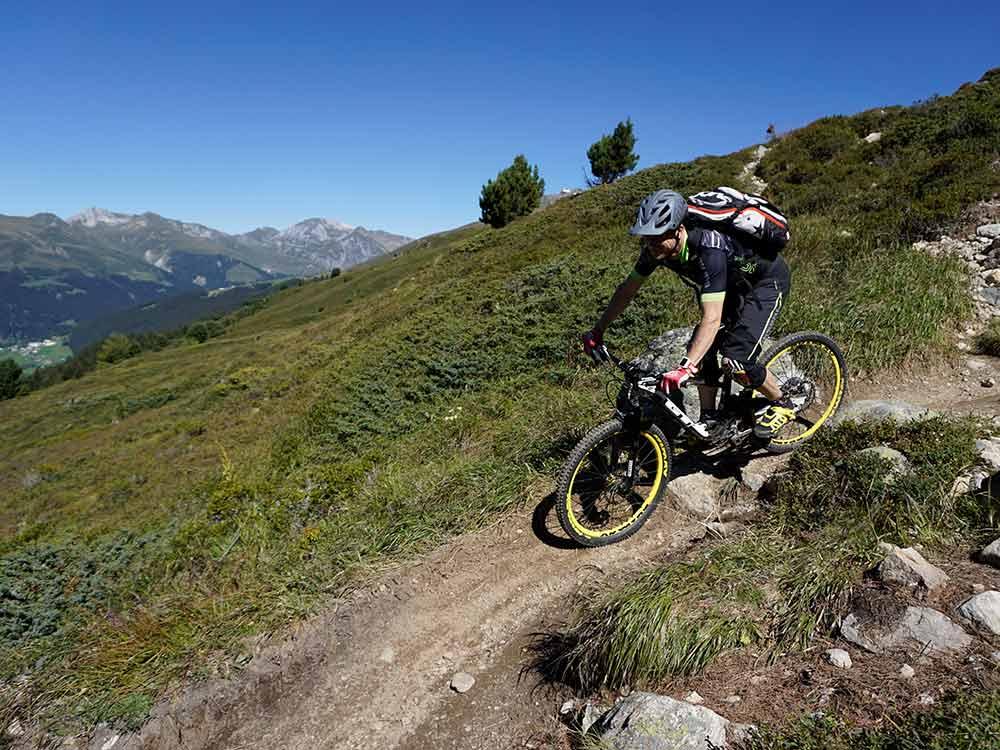 Abfahrt MTB Reise Alpen Davos