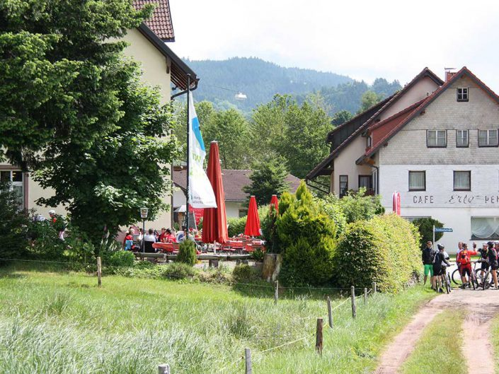 Pause bei der MTB Reise Rock & Surf in Freiburg im Schwarzwald