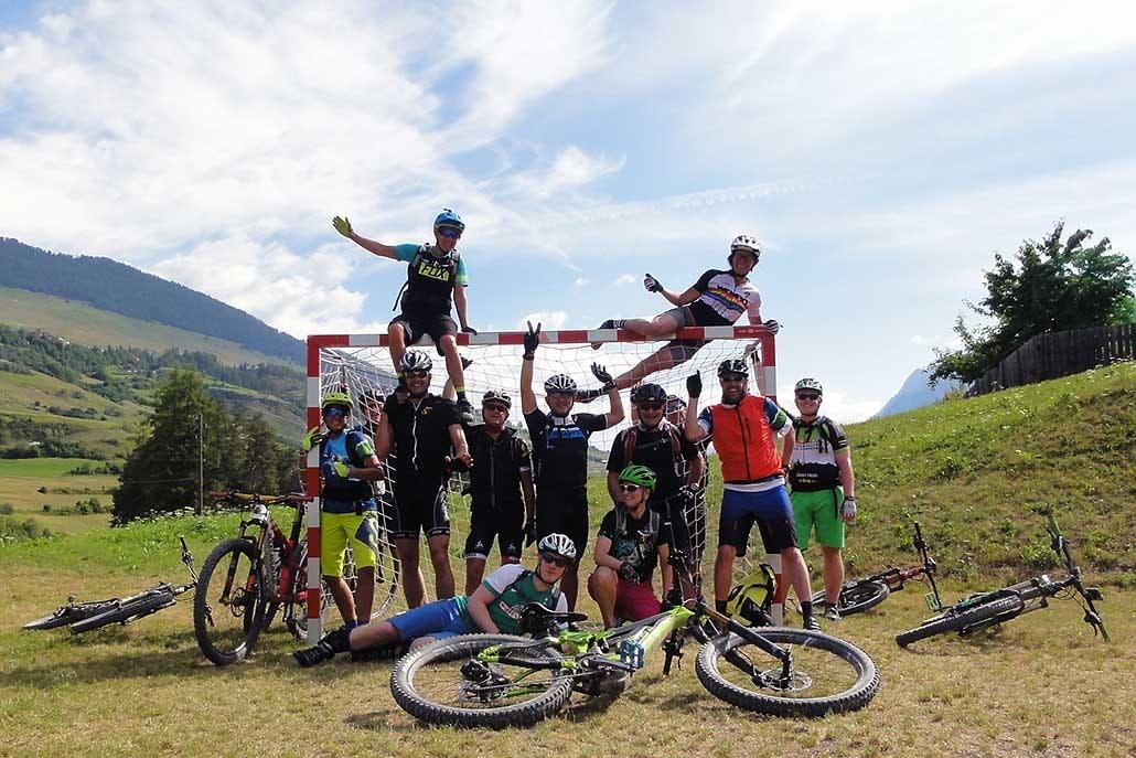 gemischte Gruppe bei E-bike Alpencross