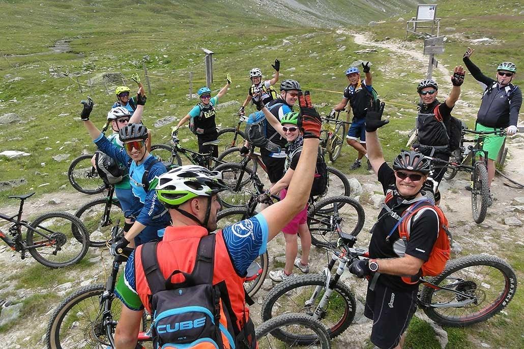 gemischte Gruppe bei E-bike Alpentour